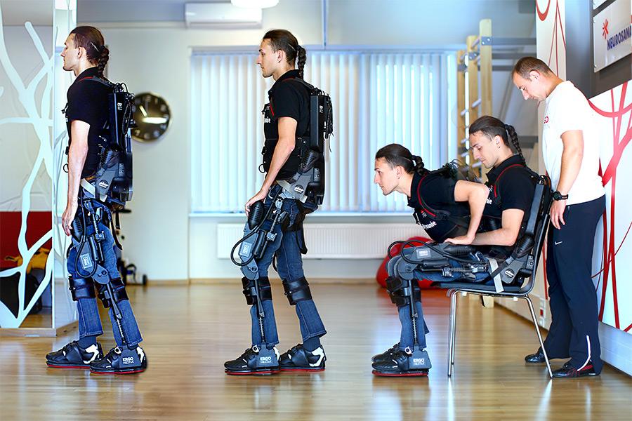 Egzoszkielet pozwala stanąć na nogi